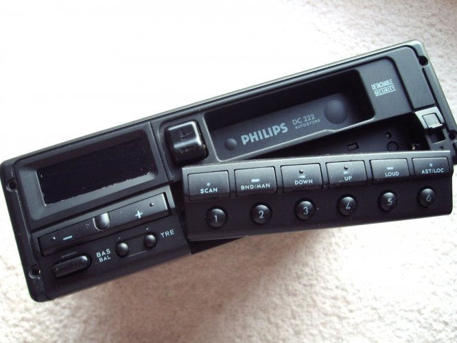 philips dc 222 autoradio cassettespeler te koop aangeboden op. Black Bedroom Furniture Sets. Home Design Ideas
