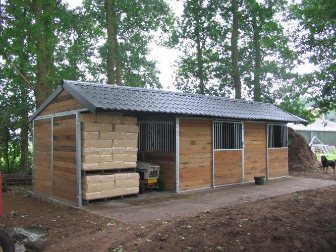 Paardenstal stallen ponystal te koop aangeboden op for Huis paardenstallen te koop
