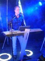 Zanger toetsenman live muziek + feest
