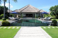 Aangeboden: Vakantiewoning te huur op Bali, 2-10 persoons villa met zwembad aan zee € 140,-