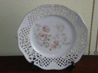 Porselein bewerkt bord met rozen