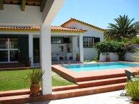 Aangeboden: Vakantiewoning met privezwembad € 350,-