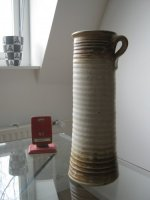 Groninger aardewerk handgedraaide KNOEPERD vaas met