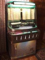 Lichtgroen plafond van jukebox Ami 1958