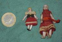 2 antieke biscuit porseleinen mini poppenhuis-poppetjes