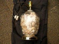 Lampadaire gevuld met schelpen