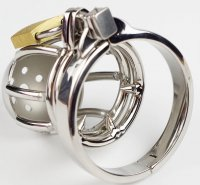 Chastity kooi met extra spike ring
