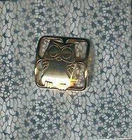 Goudkleurig metalen design uiltje als sjaalclip