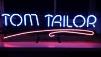 Aangeboden: Neonreclame Tom Tailor t.e.a.b.