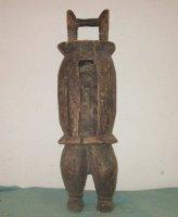 Afrikaanse spleet-trommel op beentjes -slit drum