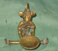Bronzen beeldje [olielamp] en sierobject -