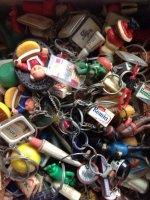 Verzameling sleutelhangers van reclame objecten