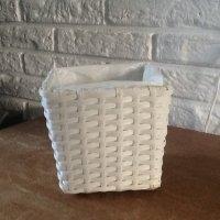 Witte gevlochten pot/mandje met plastieken binnenkant