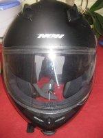 Zwarte moto helm NOH met zonnebril