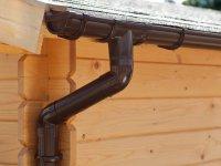Bruine regengoot set voor uw terrasoverkapping