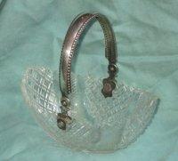 Antiek kristallen bonbonmandje met zilveren beugel