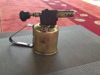 Antieke koperen benzinelamp (naftlamp)