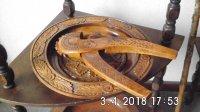 2 houten schalen met houten notenkraker