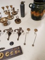 Diverse koperen, zilveren en tinnen curiosa