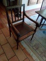 Stevige antieke stijl tafel en stoelen