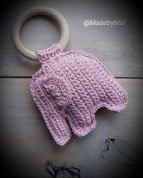 Handmade gehaakte olifanten-rammelaar (lichtroze)