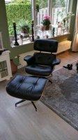 Aangeboden: Rundlederen eames loungechair+voetenbank sets. Nieuw € 726,-