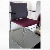 Aangeboden: Design stoel paars/roze gestoffeerd met armleggers verchroomd € 25,-