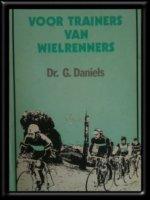 Twee boeken: Trainen voor wielrenners, Dr.G.Daniels
