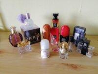 Verzameling  van lege parfum flesjes