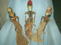 3 antieke originele polychroom wajangpoppen
