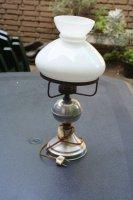 Aangeboden: Antieke origineel mooie fraaie glazen en metaal olielamp. € 35,-
