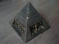 Aangeboden: Schitterende piramide! € 40,-