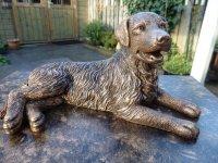 Aangeboden: Golden Retriever beeld van massief porselein in antiek brons € 35,-