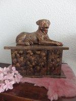 Aangeboden: Rottweiler beeld van massief porselein in antiek brons € 40,-