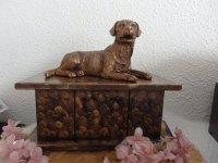 Labradorhond beeld op urn als set